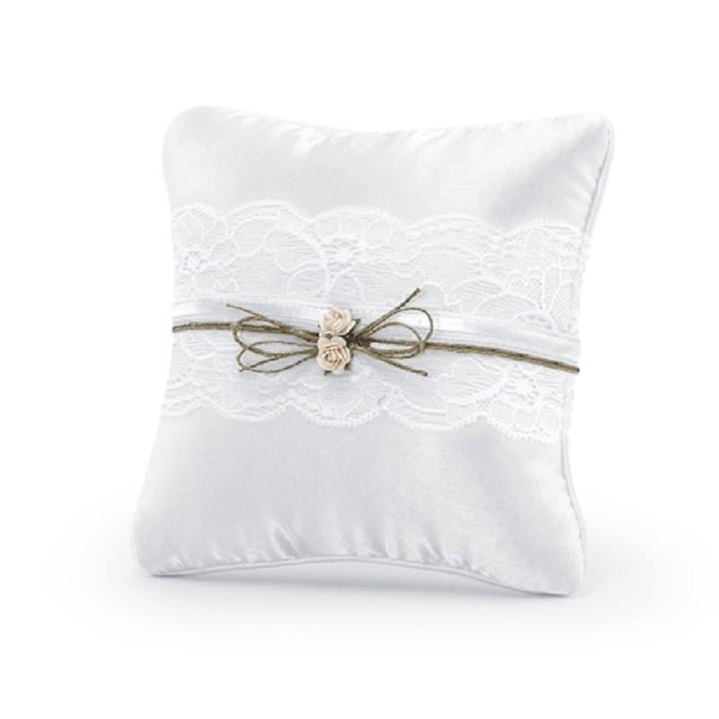 Ringpude hvid med blonder og blomster